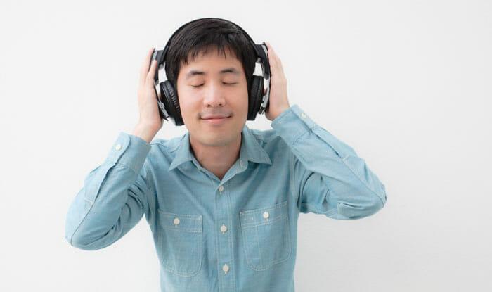 ทำไมฉันถึงควรซื้อหูฟังแบบครอบหู?