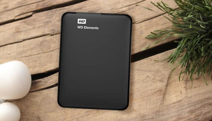 extermal-hard-disk-wd-WDBUZG0010BBK-black-on-table